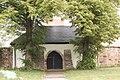 Božanov, kostel svaté Maří Magdalény, gotická hřbitovní brána 0077.jpg