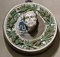 Bottega di luca della robbia, tonde con ghirlanda e busto di antonino pio, 1490 circa.JPG