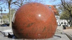 File:Bottrop - Kirchplatz - Kugelbrunnen 02 (0) ies.ogv