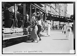Fifth and Sixth Avenues Line - Getting on the Broadway trolley at Herald Square
