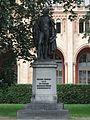 Bronzestandbild von Benjamin Thompson Graf von Rumford Maximilianstr. Muenchen-2.jpg