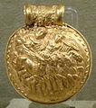 Bulla d'oro con tinia, giove e minerva su quadriga alata, da vulci, 350 ac ca. 01.JPG