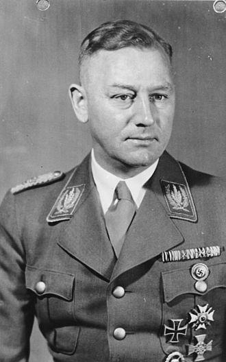 Stabschef - Image: Bundesarchiv B 145 Bild F051632 0523, Viktor Lutze
