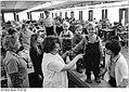 Bundesarchiv Bild 183-1982-0514-012, VEB Bekleidung Sternberg, Frühjahrskollektion Kinderhosen.jpg