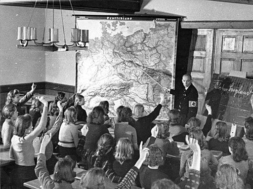 Bundesarchiv Bild 183-L16351, Schlesien, Berliner Kinder im KLV-Lager