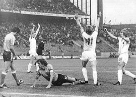 Bundesarchiv Bild 183-N0702-0037, Fußball-WM, Argentinien - DDR 1-1