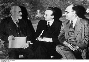Gaetano Salvemini (a sinistra) con Uberto di Löwenstein-Wertheim-Freudenberg (al centro) e Mario A. Fei (1935)