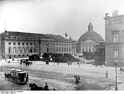 Franz-Joseph-Platz, Bundesarchiv, Bild 183-U1206-025 / CC-BY-SA 3.0 [CC BY-SA 3.0 de (https://creativecommons.org/licenses/by-sa/3.0/de/deed.en)], via Wikimedia Commons
