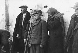 Expulsion of Poles by Nazi Germany - Polish Matczak family among Poles expelled in 1939 from Sieradz in central Poland.