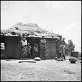 CH-NB - Belgisch-Kongo, bei Thysville (Mbanza Ngungu)- Strassenszene - Annemarie Schwarzenbach - SLA-Schwarzenbach-A-5-26-047.jpg