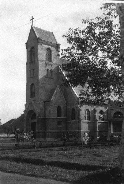 File:COLLECTIE TROPENMUSEUM De katholieke kerk van Djember op Oost-Java TMnr 60009817.jpg