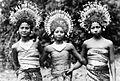 COLLECTIE TROPENMUSEUM Drie Balinese danseressen TMnr 10004682.jpg