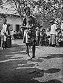 COLLECTIE TROPENMUSEUM Portret van een man op leeftijd met een patroongordel van karbouwenhuid op de markt in Koepang TMnr 60034955.jpg