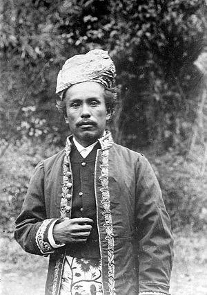 Sungai Puar - Image: COLLECTIE TROPENMUSEUM Portret van het dorpshoofd van Soengai Poear T Mnr 10005323