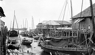 Bagansiapiapi - The main fishing port in Bagansiapiapi, the town was developed rapidly around 1900, thanks to the richness of fish and shrimps from the sea around the area, Strait Malacca. A large part of the catch was shipped to Singapore and Batavia in the form of dried fish and trasi (terasi, a strong smelling ingredient of various Indian foodstuffs). (P. Boomgaard, 2001)