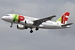 CS-TTB A319 TAP (14807315123).jpg
