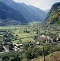 C 0089c 0021 - Blick auf Biasca und Richtung Leventina, lockere Bebauung in der Ebene.tif