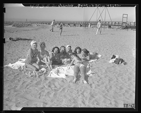 Cabrillo Beach, Calif., 1947.jpg
