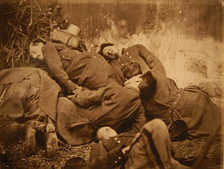 Executed National Guards Cadavres Soldats Federes Commune Paris 1871.jpg