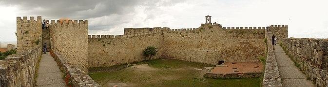 Castillo de Trujillo, panorámica interior desde la muralla.jpg