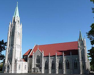 Cathedral of Saint Peter (Kansas City, Kansas) - Image: Cathedral of Saint Peter, Kansas City, Kansas. South side (cropped)