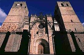 Cathedral of Santa María de Sigüenza - vista oeste.jpg