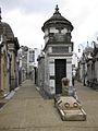 Cementerio de la Recoleta plaza.jpg