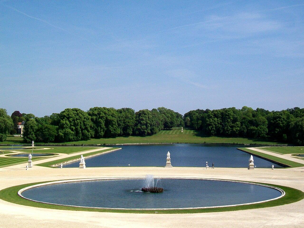 File ch teau de chantilly jardin la fran aise miroir d for Jardin a la francaise