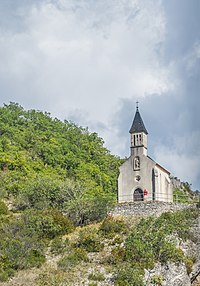 Chapel Saint Roch in Laroque-des-Arcs.jpg