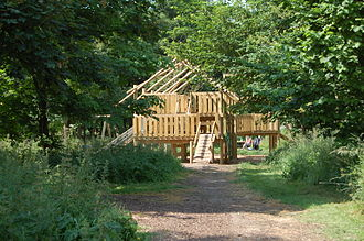 Cogges Manor Farm - Cogges Manor Farm – the way to the woodland play space