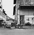 Collectie NMvWereldculturen, TM-20000892, Negatief, 'Straatgezicht in het oude stadsdeel gelegen aan de Kali Besar', fotograaf Boy Lawson, 1971.jpg
