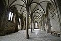 Columns af the Salle des Hôtes - Mont St Michel (32924211535).jpg