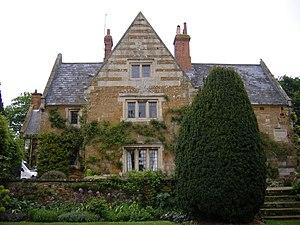 Coton, Northamptonshire - Image: Coton Manor Northamptonshire UK house 27May 2008
