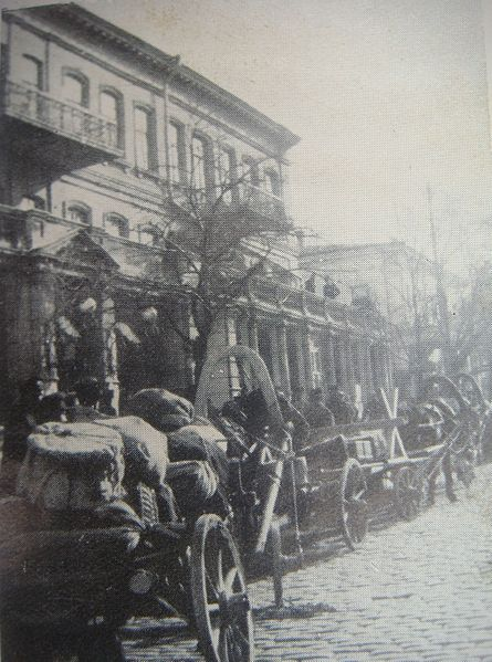 File:Crimea evacuation line of civilians.JPG