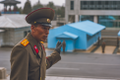 DPRK - El guía serio en su trabajo (39118166480).png