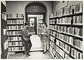De bibliotheek die gevestigd was in Huis te Zaanen. NL-HlmNHA 54023686.JPG