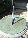 foto van Twickel: bronzen zonnewijzer voor oranjerie