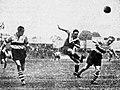 Demi-finale de la Coupe Simon 1941, Diagne à G., tir du girondin Urtizberea.jpg