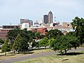 Des Moines Skyline from East Walnut Street - panoramio.jpg