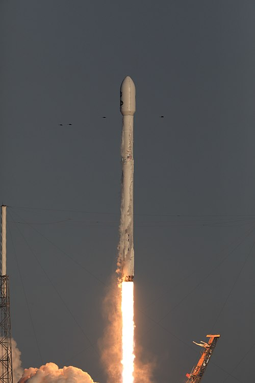 Despegue Falcon 9 TESS 03.jpg