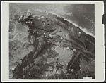 Dijk bij Westkapelle wordt gebombardeerd door Britse Lancaster bommenwerpers van de RAF.jpg