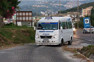 Kuşadası - A Kuşadası-Davutlar dolmuş arriving at a stop
