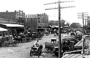 Elgin, Texas - Downtown Elgin in 1916
