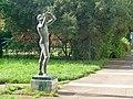 Dresden-Striesen Plastik Trompeter vor der Schule Glashütter Str. 10 a.jpg
