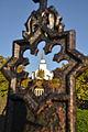 Dyrøy kirkested, sett fra et gravminne på Dyrøy kirkes kirkegård.jpg