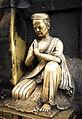 Escultura en Swayambhunath. Al pie de otra escultura, en un pequeño rincón imperceptible, arte por todas partes. (8513877662).jpg