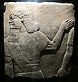 Età neoassira, dignitario che conduce prigionieri, da pal. n-o a nimrud, 883-59 ac ca..JPG