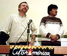 Evo Morales (a destra) con José Bové, durante CulturAmérica, in difesa di un'economia ragionevole: Francia, 2002.