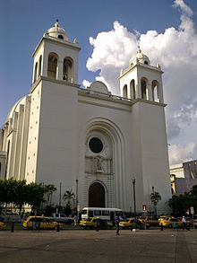 Fachada de Catedral Metropolitana de San Salvador.jpg