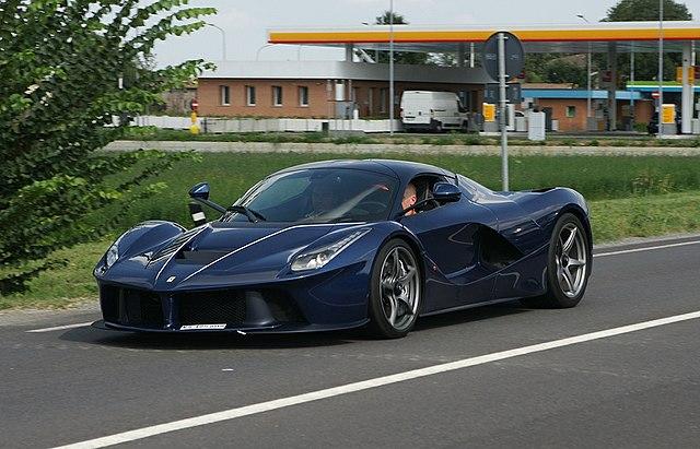File Ferrari Laferrari In Blue In Maranello 28 08 14 Jpg Wikimedia Commons
